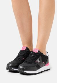 Guess - SAMSIN - Trainers - black - 0