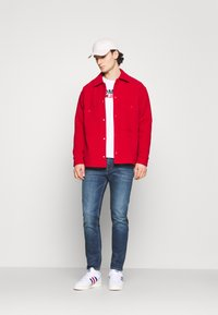 Tommy Jeans - RYAN - Jeans Tapered Fit - denim - 1