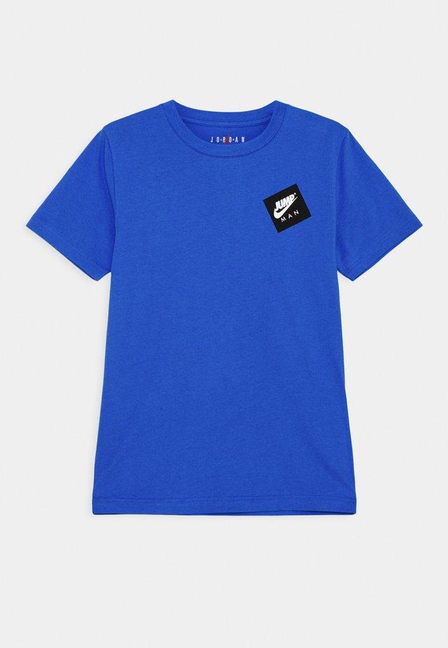 JUMPMAN STACK CLASSIC TEE UNISEX - T-Shirt print - signal blue