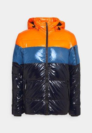PORTERDALE - Ski jacket - abricot