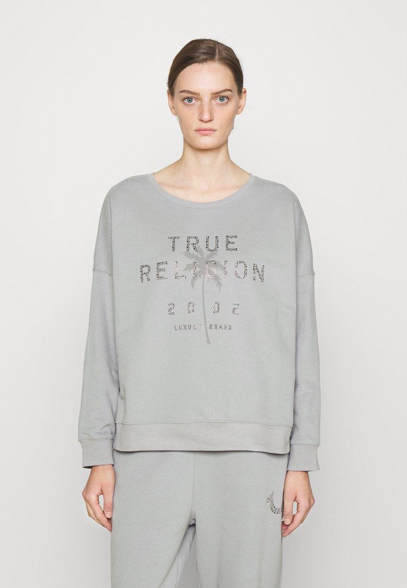 True Religion - BOXY CREW NECK PALM TREE - Mikina - frost