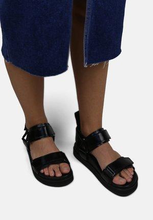 ROUTE HOLOGRAPHIC SPORT SANDAL - Sandalen met plateauzool - black
