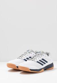 adidas Performance - SPEEDCOURT INDOOR SPORTS - Zapatillas de voleibol - footwear white/collegiate navy - 2