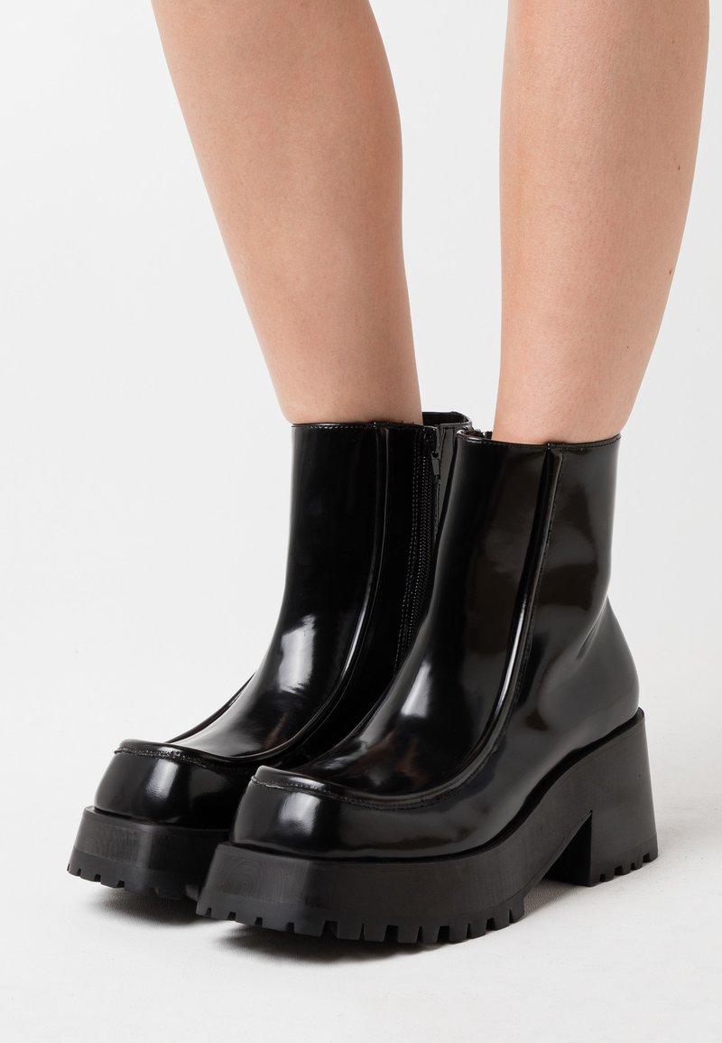 Jeffrey Campbell - JAGGET - Kotníkové boty na platformě - black