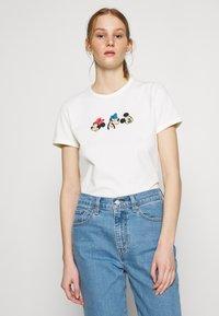 Levi's® - DISNEY MICKEY AND FRIENDS - Print T-shirt - marshmallow - 0