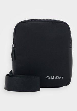 UNITED MINI REPORTER - Across body bag - black