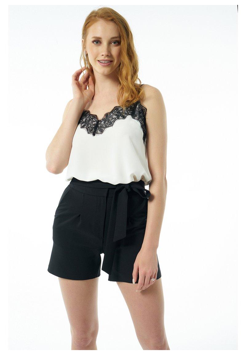Auden Cavill - Shorts - schwarz