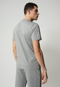 Napapijri - S-ICE SS - Print T-shirt - medium grey melange - 1