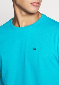 Tommy Jeans - ESSENTIAL SOLID TEE - Basic T-shirt - exotic teal - 4