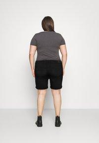 ONLY Carmakoma - CARLAOLA LIFE - Denim shorts - black - 2