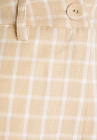 Fashion Union - JAUNE TROUSER - Trousers - beige,white - 2