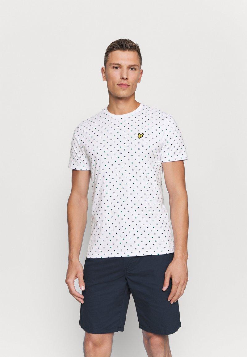 Lyle & Scott - FLAG - T-shirt med print - white