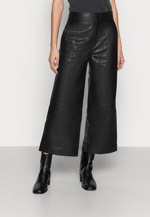KARLEEN CULOTTE PANT - Pantalon en cuir - black