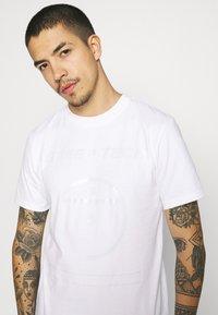 The North Face - STEEP TECH LIGHT - Camiseta estampada - white - 3