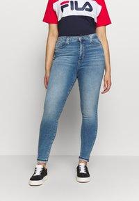 Vero Moda Curve - VMSOPHIA SKINNY JEANS - Jeans Skinny - light blue denim - 0
