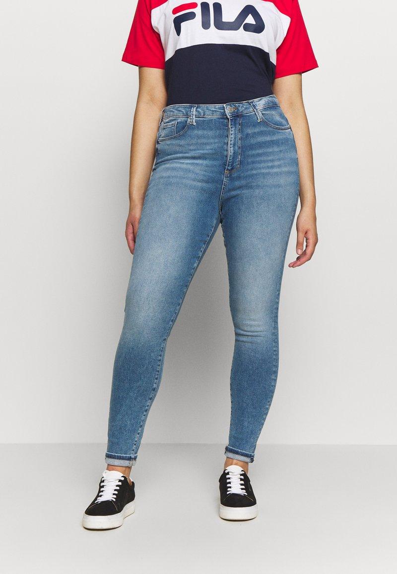 Vero Moda Curve - VMSOPHIA SKINNY JEANS - Jeans Skinny Fit - light blue denim