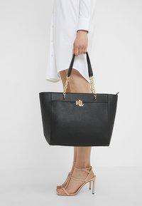 Lauren Ralph Lauren - CLASSIC LANGDON  - Handtasche - black - 1