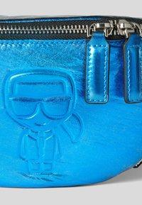 KARL LAGERFELD - Bum bag - metallc bl - 4