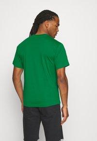 adidas Originals - CIRCLE TREFOIL - T-shirt imprimé - green - 2