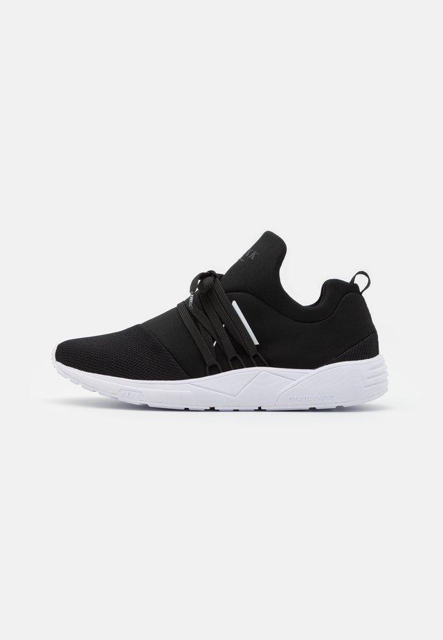 RAVEN S-E15 UNISEX - Sneakers laag - black