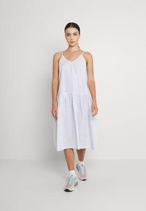 MYA STRAPPY MIDI DRESS - Denní šaty - sunfaded denim