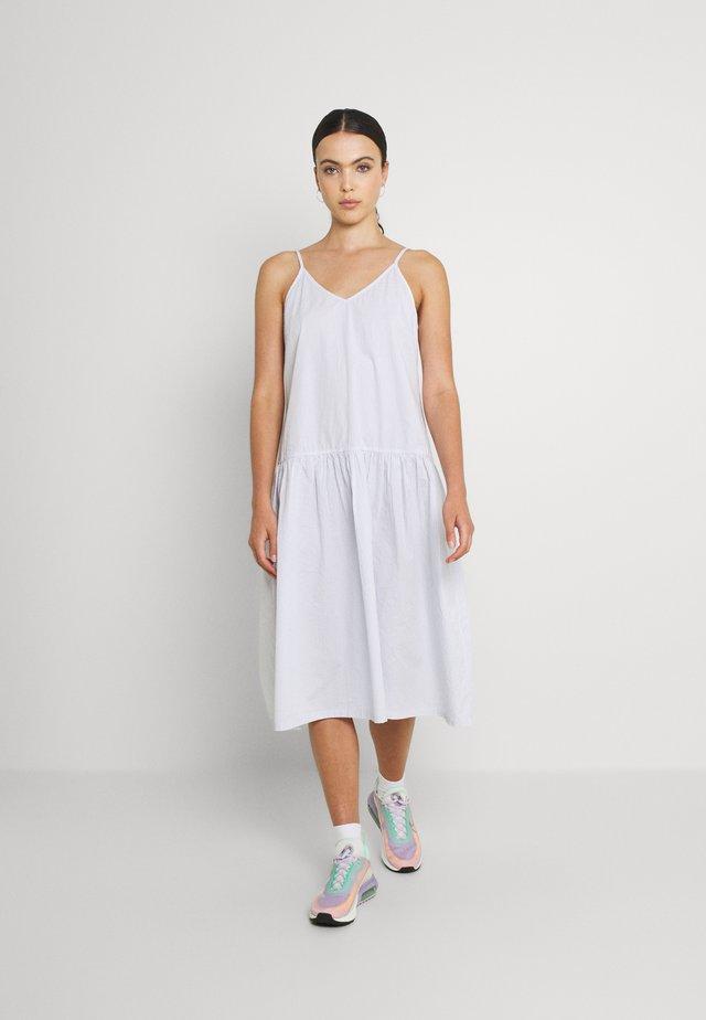 MYA STRAPPY MIDI DRESS - Sukienka letnia - sunfaded denim
