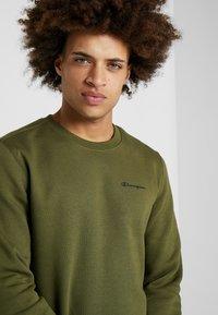 Champion - CREWNECK  - Sweatshirt - khaki - 3