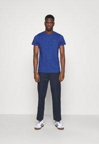 Tommy Jeans - SLIM JASPE C NECK - Jednoduché triko - blue - 1