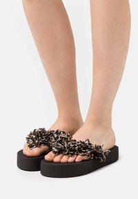 Colors of California - FLOWER TRIM - T-bar sandals - black - 0