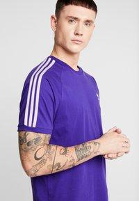 adidas Originals - ADICOLOR 3 STRIPES TEE - T-shirts print - collegiate purple - 3