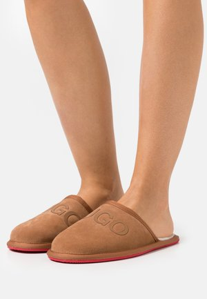 EXCLUSIVE COZY SLIP - Slippers - cognac