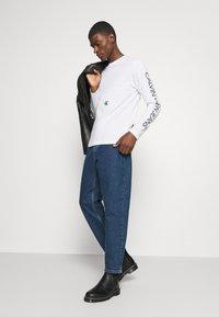 Calvin Klein Jeans - CAR PHOTOPRINT TEE - Long sleeved top - bright white - 1