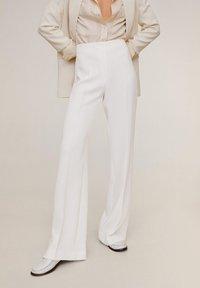 Mango - PALACHIN - Spodnie materiałowe - ecru - 0