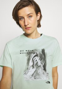 The North Face - CROP TEE - Print T-shirt - misty jade - 3