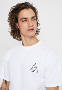 HUF - CITY ROSE TEE - Print T-shirt - white - 4
