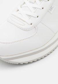 MICHAEL Michael Kors - MONIQUE - Zapatillas - optic white - 6