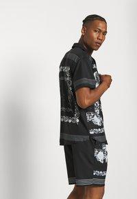 Mennace - BORDER REVERE SHIRT - Shirt - black - 3