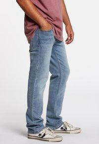 Volcom - SOLVER - Jeans Straight Leg - vintage blue - 1