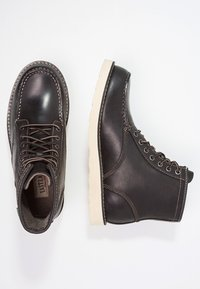 Eastland - LUMBER UP - Lace-up ankle boots - black - 1