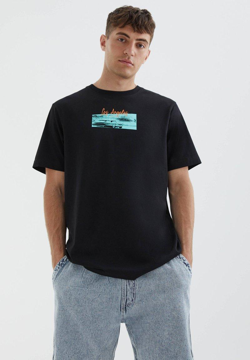 PULL&BEAR - LOS ANGELES - Print T-shirt - black