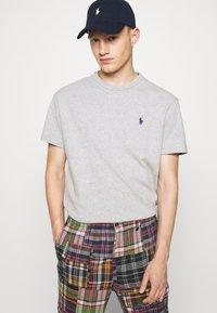 Polo Ralph Lauren - CLASSIC FIT JERSEY T-SHIRT - Basic T-shirt - andover heather - 6