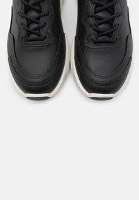 ECCO - CHUNKY  - Sneakersy niskie - black - 5