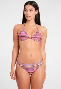 Homeboy Beach - Bikini top - Salmon/ purple - 1