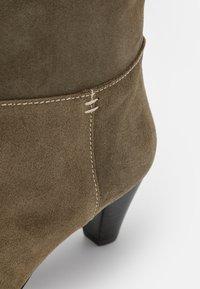 Claudie Pierlot - AMELIE - Classic ankle boots - kaki - 6
