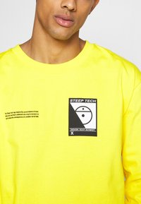 The North Face - STEEP TECH TEE UNISEX - Long sleeved top - lightning yellow - 5