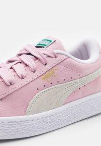 Puma - CLASSIC XXI - Tenisky - pink lady/white - 5