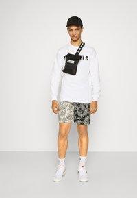 Sixth June - TROPICAL - Shorts - black/white - 1