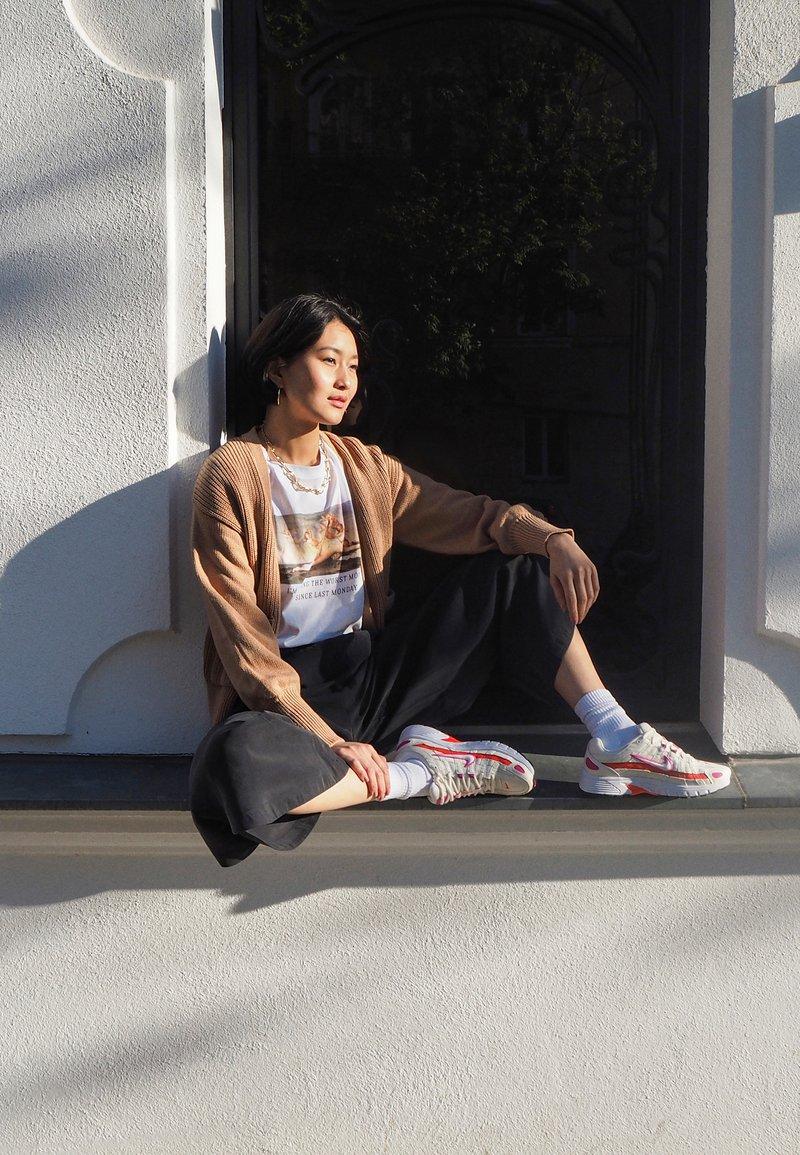 Nike Sportswear - P-6000 SUFA20  - Sneakers - pale ivory/white/fire pink/team orange/photon dust/black