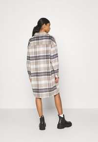 ONLY - ONLHANNAH CHECK LONG SHACKET  - Classic coat - light grey melange/light brown - 2