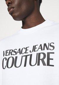 Versace Jeans Couture - FELPA - Sweatshirt - white - 5